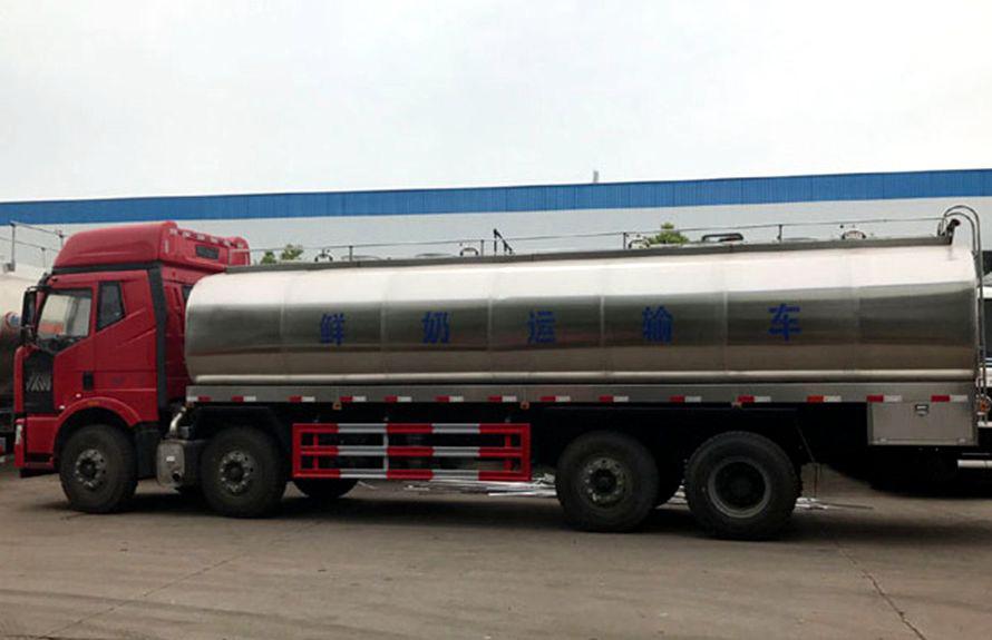 解放前四后八鲜奶运输车正侧图片