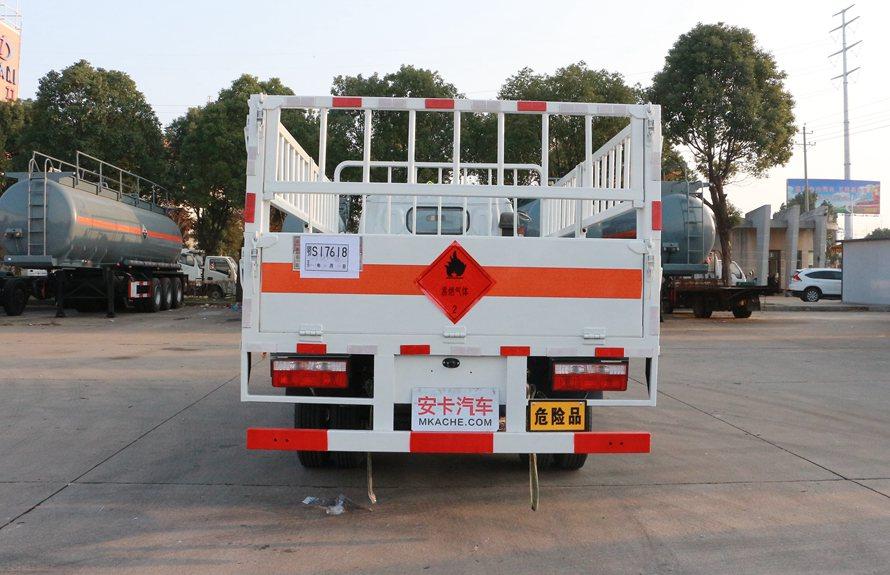 东风多利卡气罐运输车正后图片