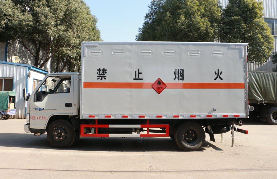 江铃顺达易燃液体防爆运输车正侧图片