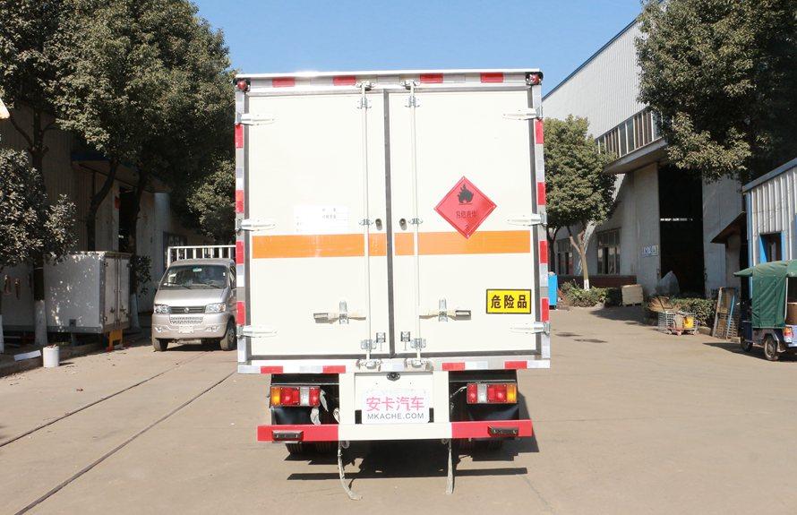 江铃顺达易燃液体防爆运输车正后图片