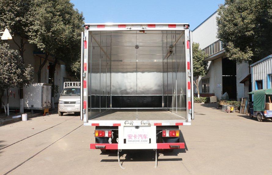 江铃顺达易燃液体防爆运输车厢体内图片