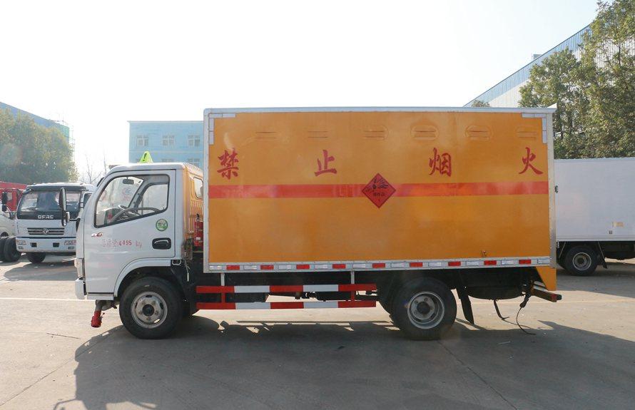 东风易燃液体防爆车正侧图片