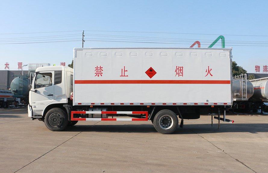 东风天锦易燃液体防爆运输车正侧图片