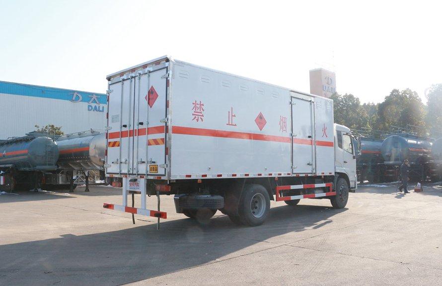 东风天锦易燃液体防爆运输车斜后图片