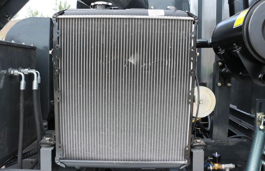 重汽8吨扫路车副发动机散热器