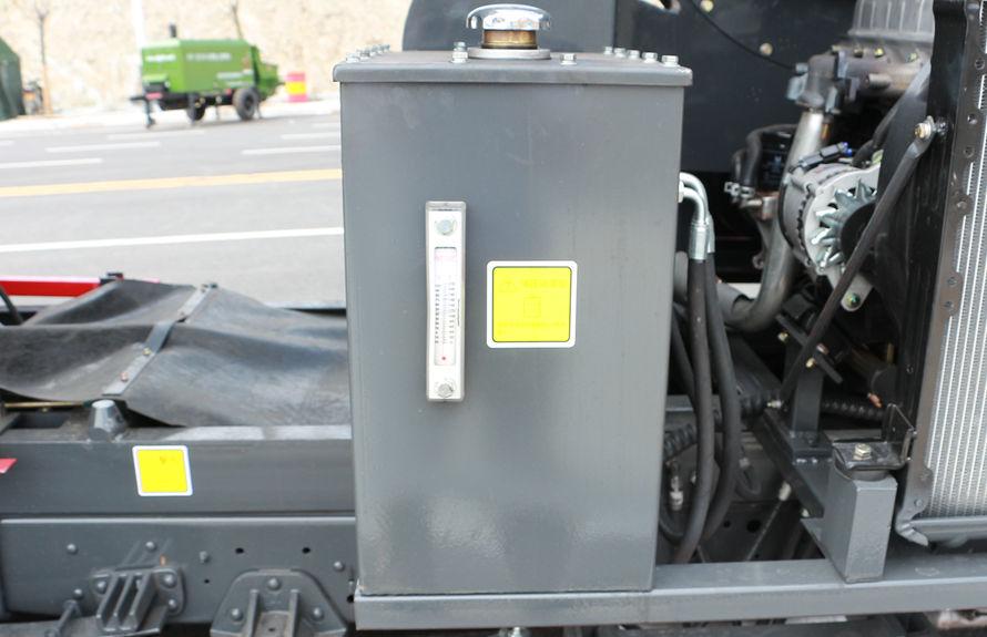 重汽8吨扫路车液压油箱