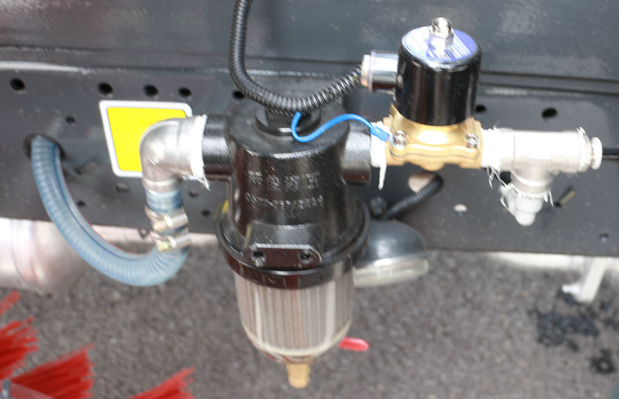 重汽8吨扫路车水滤系统
