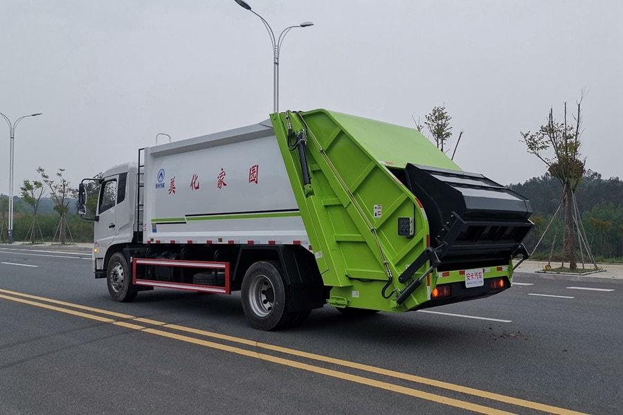 东风14方压式垃圾车整车外观3