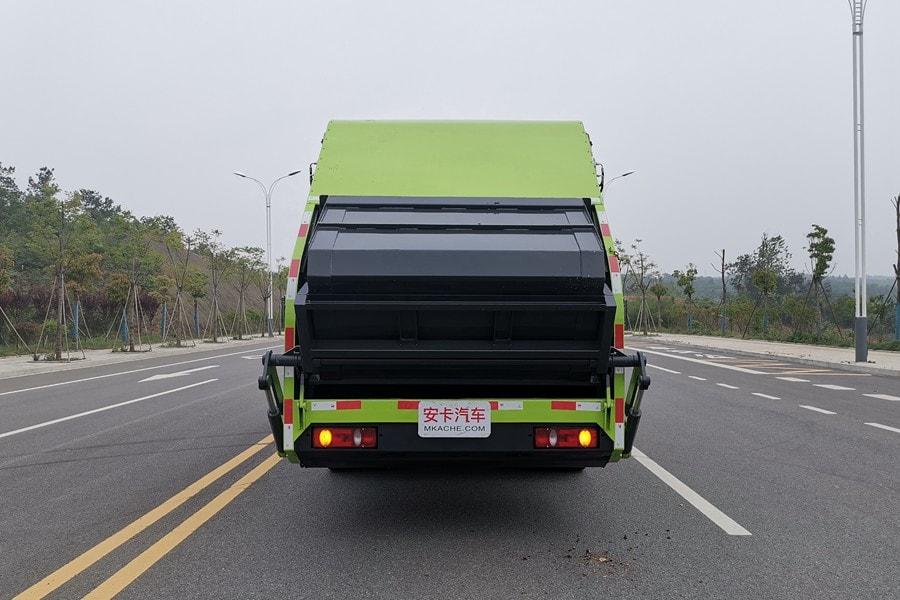 东风14方压式垃圾车整车外观4