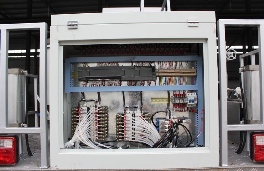 东风6吨沥青洒布车PLC图片
