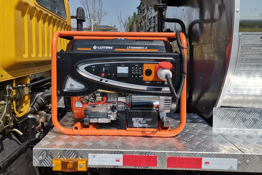 东风6吨沥青洒布车发电机图片