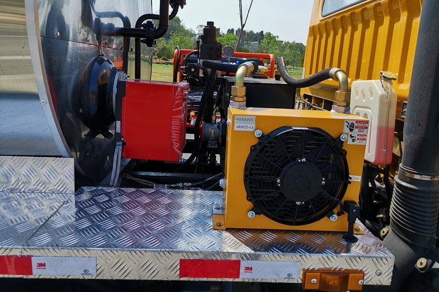 东风6吨沥青洒布车导热油及散热器图片