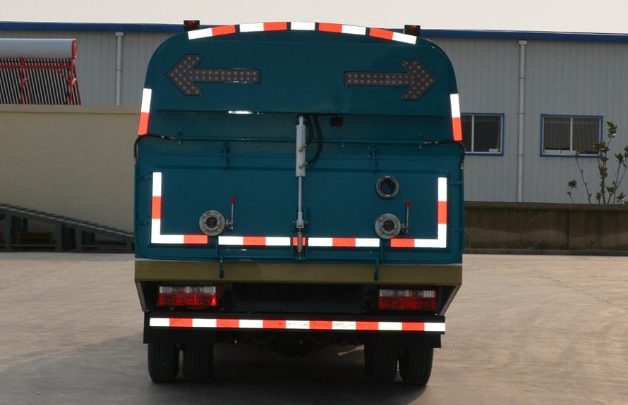 江淮吸尘车图片(LED箭头灯和垃圾箱尾门)