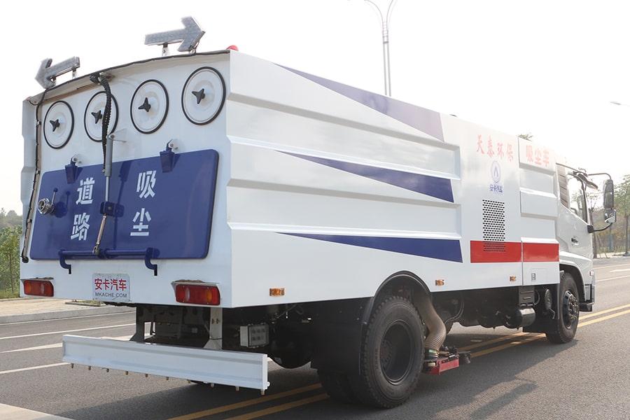 东风天锦吸尘车图片(车头向右后45度)