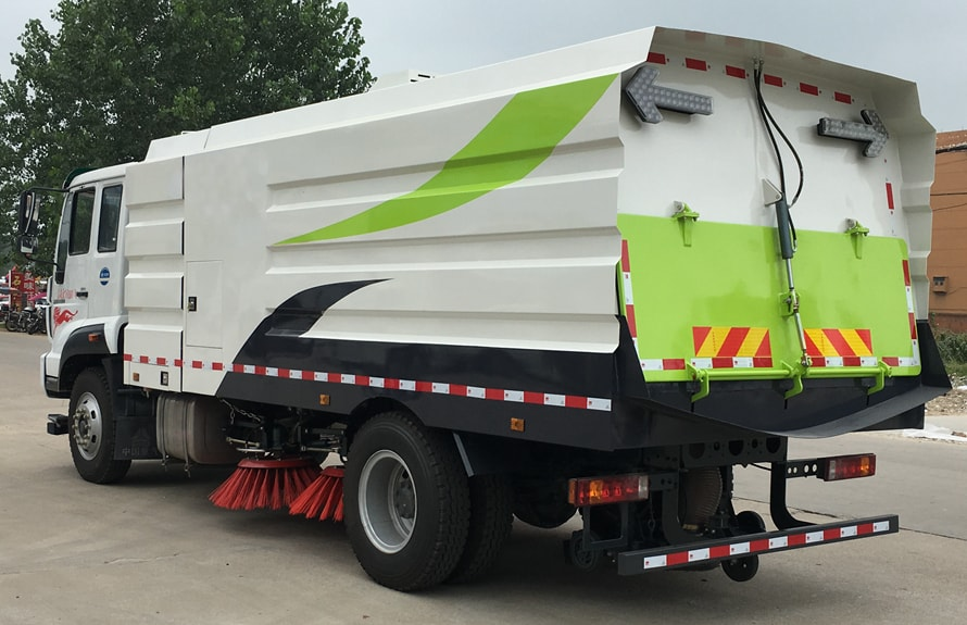 重汽8吨扫路车图片(车头向左后45度)