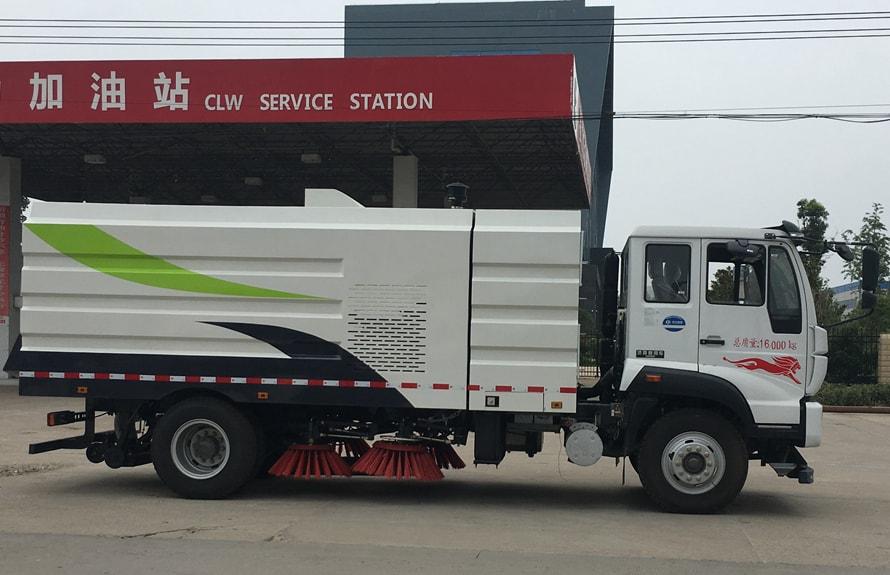 重汽8吨扫路车图片(车头向右正侧)