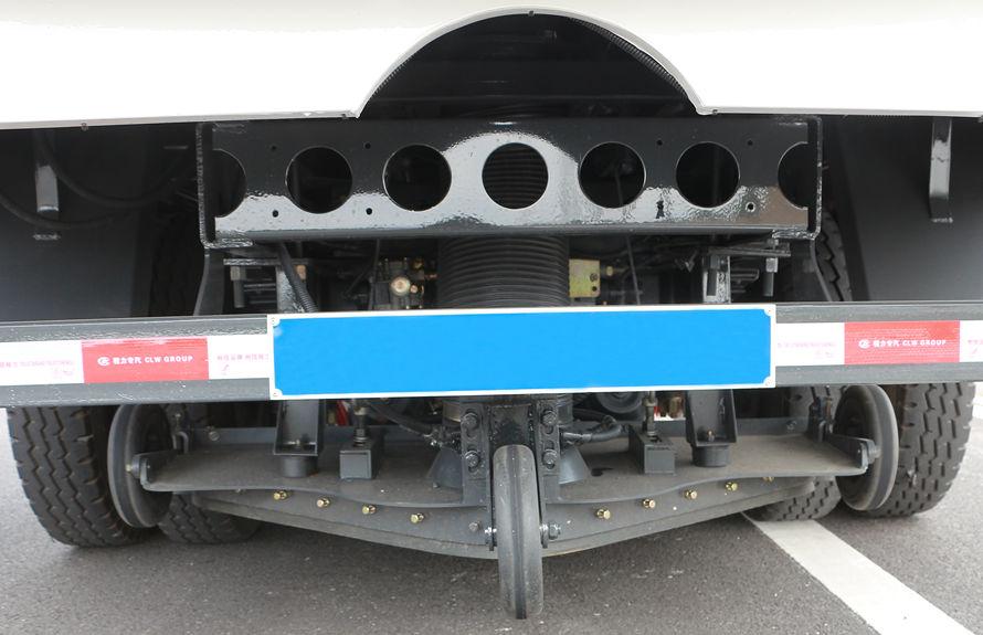 重汽8吨扫路车后吸盘