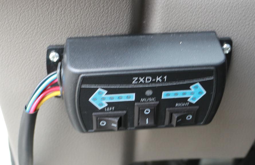重汽8吨扫路车LED箭头尾灯控制开关