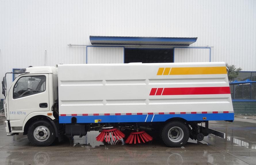 东风5吨扫路车图片(一体式车头向左正侧)