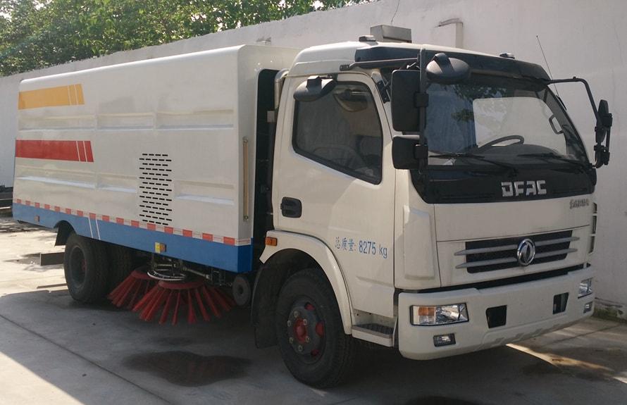 东风5吨扫路车图片(一体式车头向右前45度)