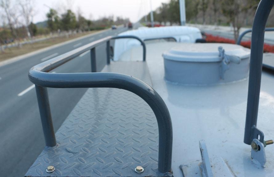 新款5吨洒水车罐顶图片展示