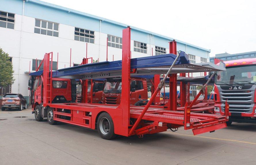 解放J6小三轴五位中轴轿运车辆运输车斜后