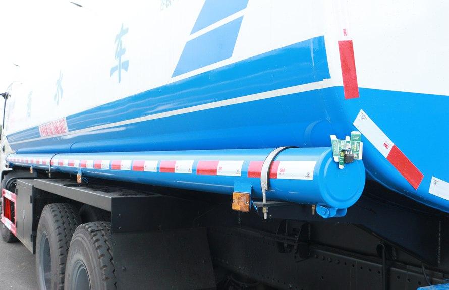 东风新款153 20吨洒水车储管筒图片