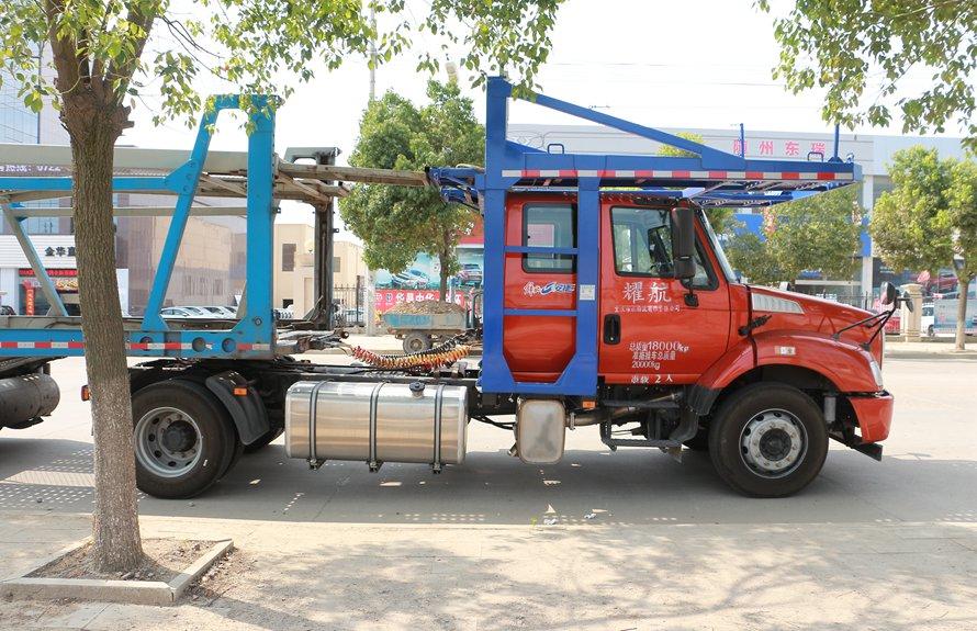 解放拖头轿运车辆运输车正侧