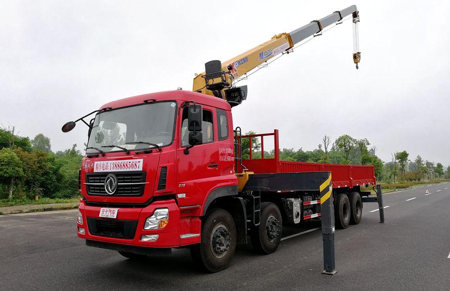 东风天龙16吨随车吊吊臂伸出左侧图片
