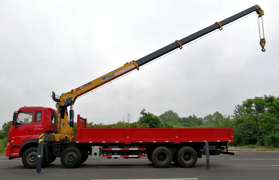 东风天龙16吨随车吊吊臂伸出正侧图片