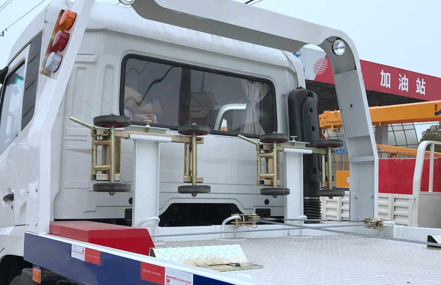东风D9 7.4米平板清障车辅助轮小车