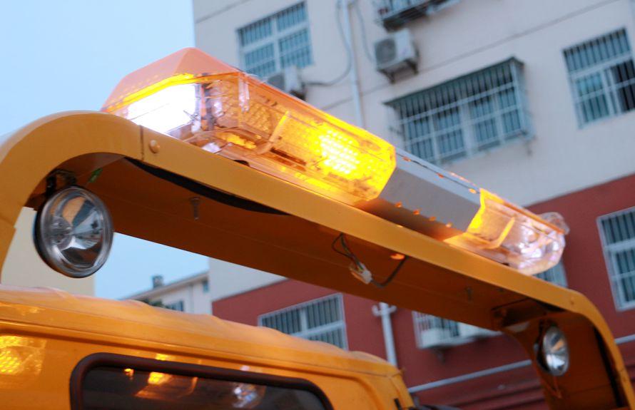 东风D9 7.4米平板清障车警示灯