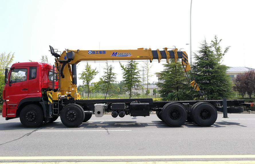 徐工14吨双联泵随车吊底盘正侧图片