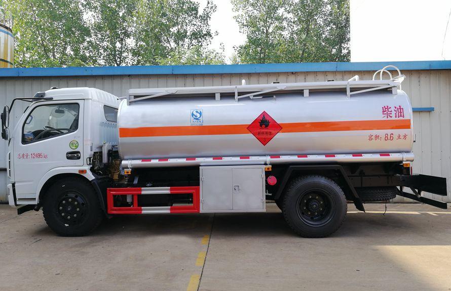 东风多利卡油罐车正侧图片