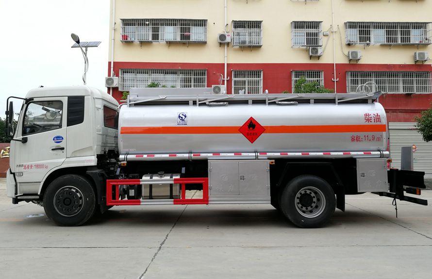 东风天锦15吨油罐车正侧图片