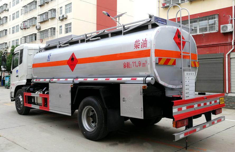 东风天锦15吨油罐车车尾向右图片