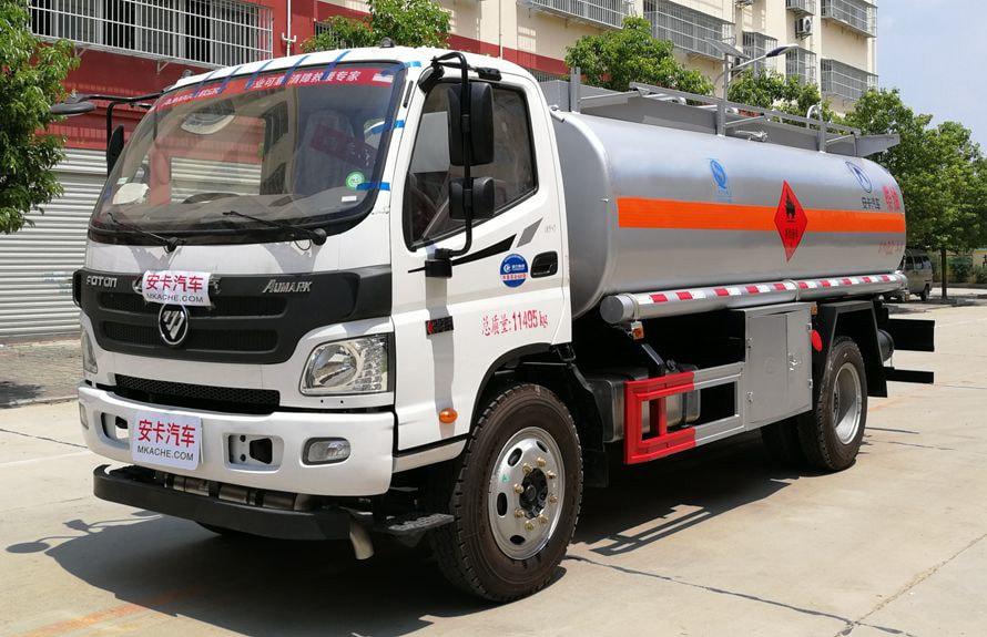 福田8吨小型加油车左侧图片