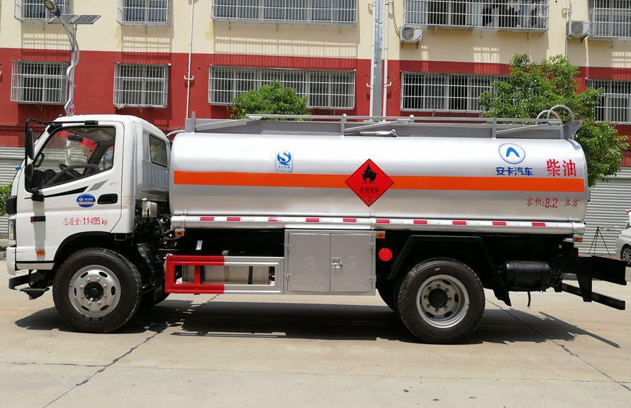 福田8吨小型加油车正侧图片