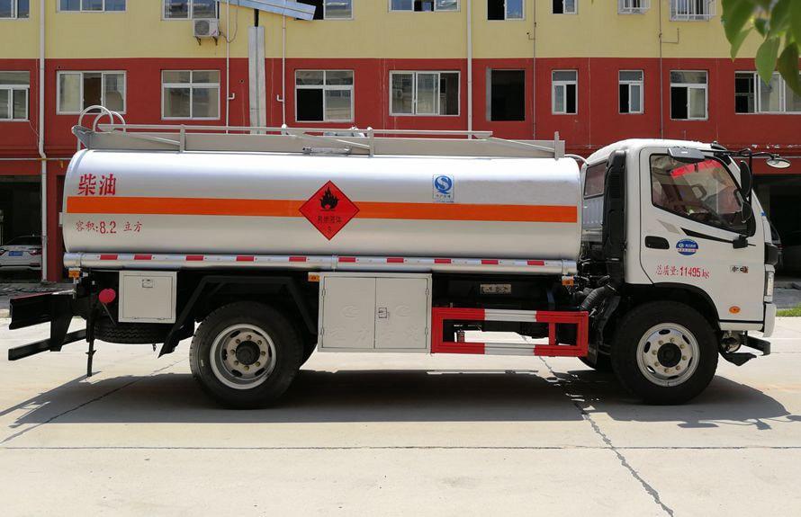 福田8吨小型加油车右正侧图片