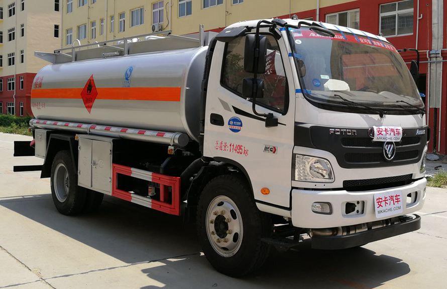 福田8吨小型加油车右侧图片