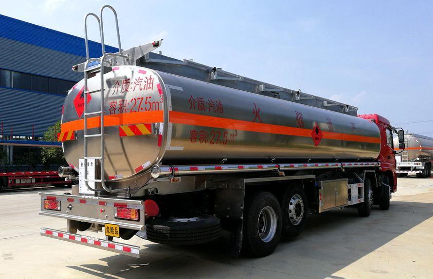 三环前四后六25吨铝合金油罐车车尾向左图片