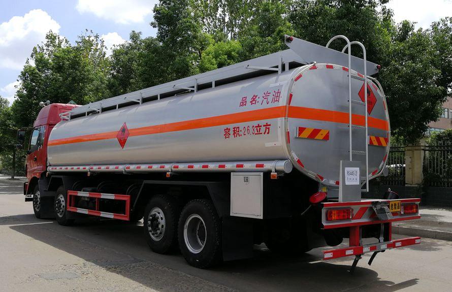 欧曼前四后六24吨油罐车车尾向右图片