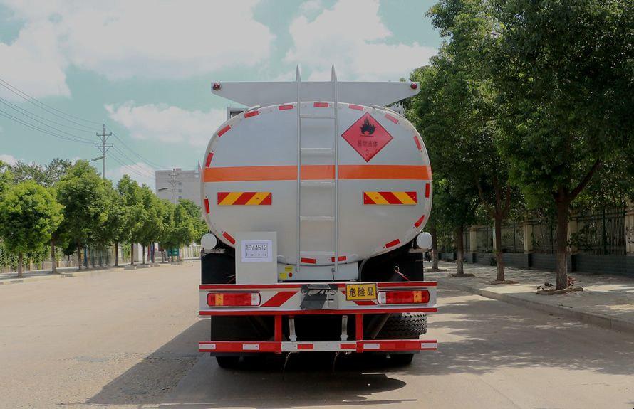 欧曼前四后六24吨油罐车车尾图片