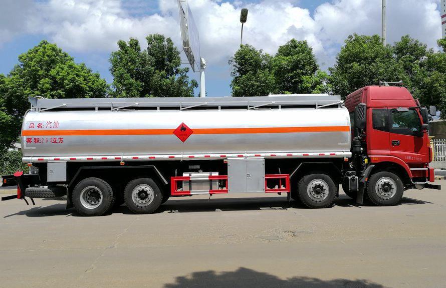 欧曼前四后六24吨油罐车右正侧图片