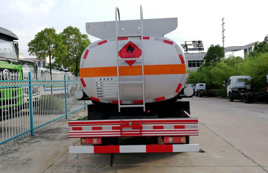 时风5吨小型加油车车尾图片