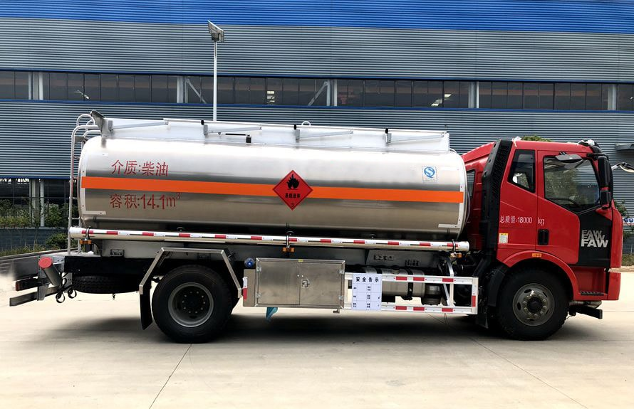 解放14吨铝合金油罐车正侧图片