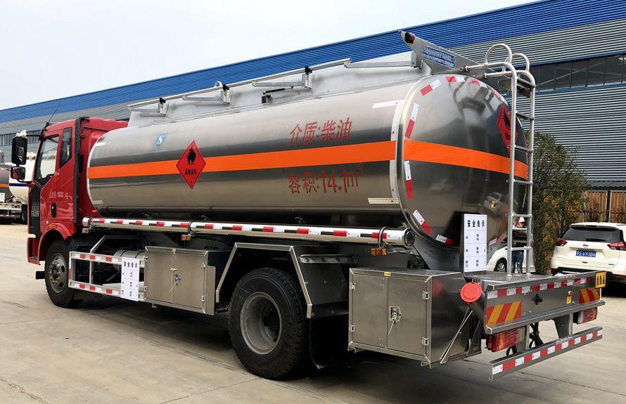 解放14吨铝合金油罐车车尾向右图片