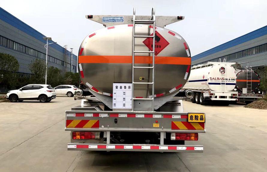 解放14吨铝合金油罐车车尾图片