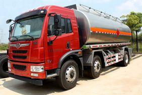 解放小三轴22吨油罐车