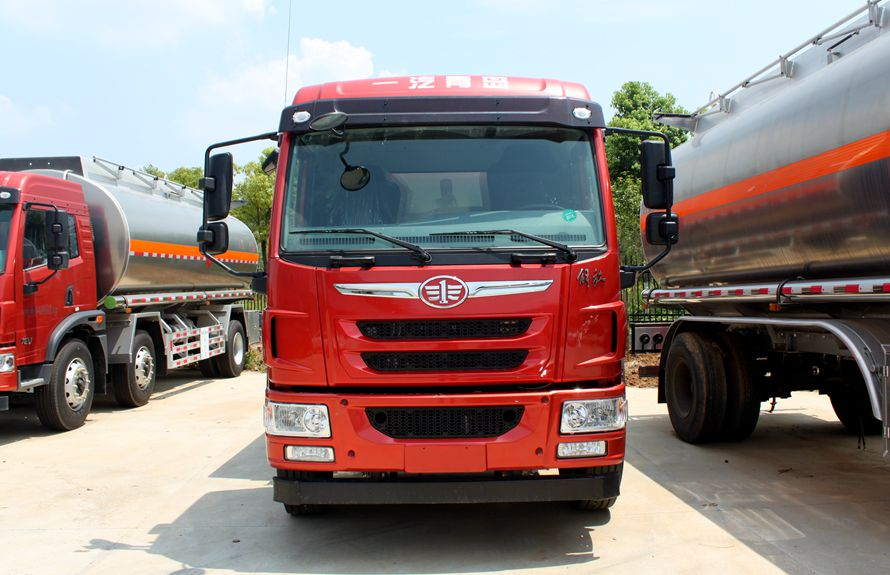 解放悍V小三轴22吨铝合金油罐车车头图片